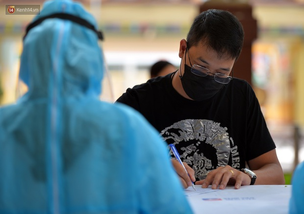 Ảnh: Hà Nội bắt đầu xét nghiệm PCR đối với người trở về từ Đà Nẵng - Ảnh 6.
