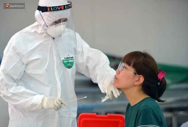 Ảnh: Hà Nội bắt đầu xét nghiệm PCR đối với người trở về từ Đà Nẵng - Ảnh 13.