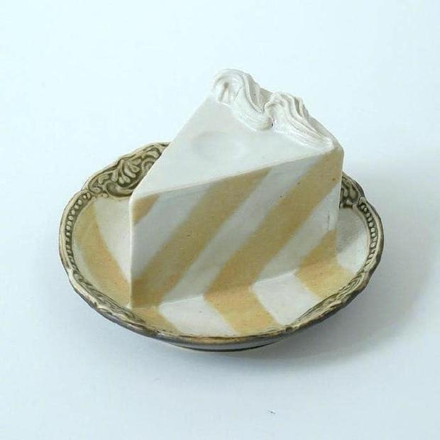 Thêm một phát minh của người Nhật chứng tỏ sự cầu kỳ từ những điều nhỏ nhất: Chiếc đĩa hình bánh kem chỉ để... ăn dâu - Ảnh 2.