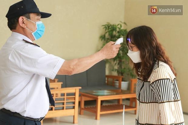 Đi ăn ở quán vỉa hè hay nhà hàng sang trọng thì bạn đều cần trang bị đủ bộ bí kíp tự bảo vệ an toàn tuyệt đối mùa dịch - Ảnh 8.