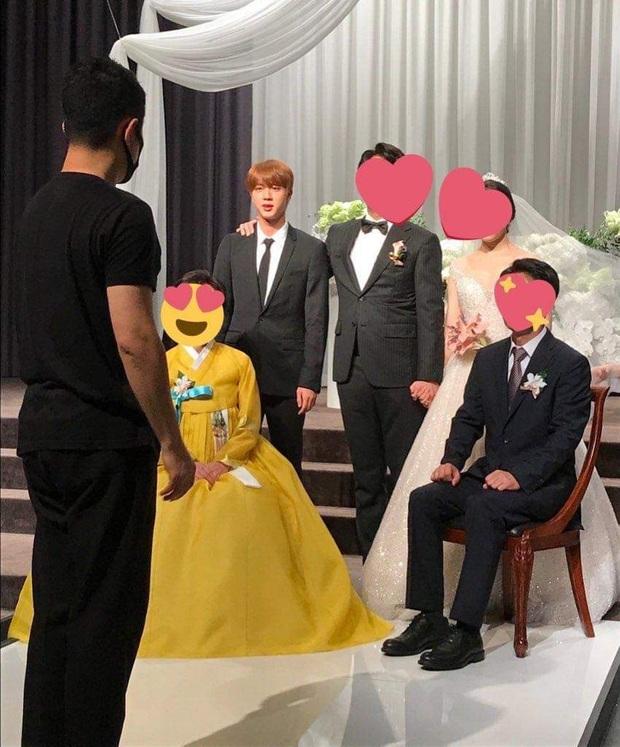 Đám cưới hot nhất hôm nay: Dàn idol toàn cầu BTS đổ bộ, Jin chiếm trọn spotlight khi làm phù rể cho anh trai ruột - Ảnh 2.