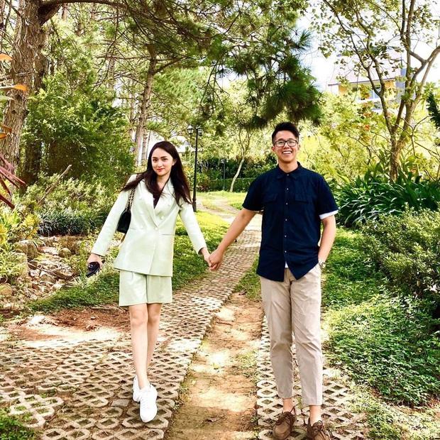 CEO Matt Liu khoe ảnh tay trong tay với Hương Giang kèm lời đường mật: Có thể ở cạnh nhau hay không là do ý em! - Ảnh 1.