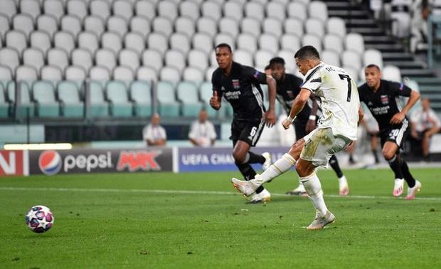 Ronaldo lập thành tích ghi bàn chưa từng có cho Juventus trong ngày đội nhà bị loại sốc tại Champions League - Ảnh 1.