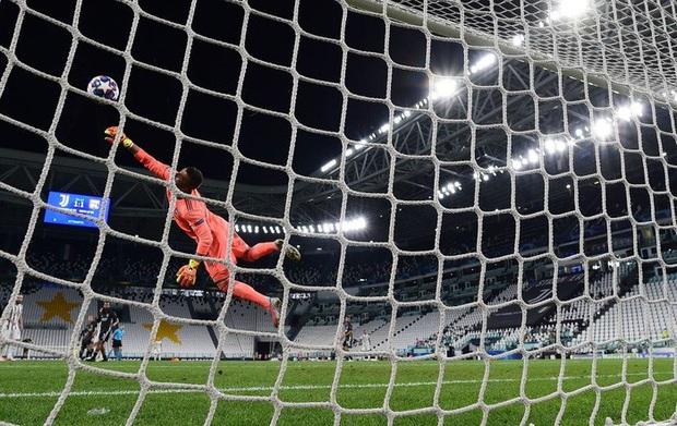 Ronaldo lập thành tích ghi bàn chưa từng có cho Juventus trong ngày đội nhà bị loại sốc tại Champions League - Ảnh 2.