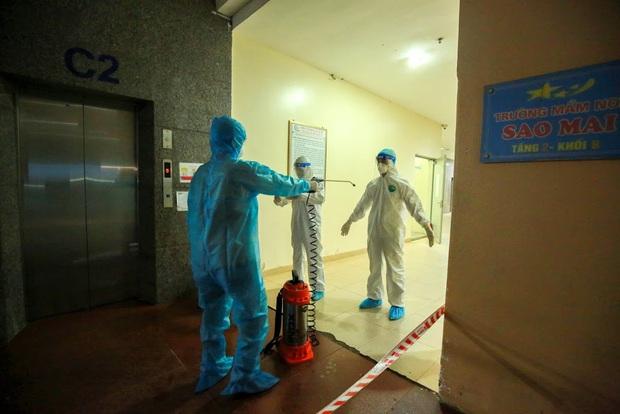 Hà Nội phong tỏa chung cư có bệnh nhân nhiễm Covid-19 tại Hoài Đức trong đêm - Ảnh 3.