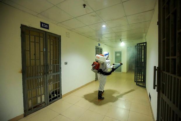 Hà Nội phong tỏa chung cư có bệnh nhân nhiễm Covid-19 tại Hoài Đức trong đêm - Ảnh 8.