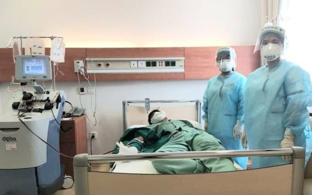 Hai nhân viên y tế đầu tiên hiến huyết tương cứu bệnh nhân COVID-19 - Ảnh 1.