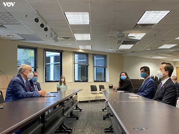 Đại sứ quán Việt Nam tại Mỹ trao tặng bang Maryland 10.000 khẩu trang  - Ảnh 2.