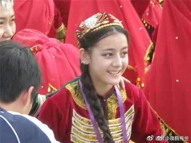 4 nữ thần sở hữu nhan sắc tự nhiên nhất Cbiz: Triệu Lệ Dĩnh gây tranh cãi, Lưu Diệc Phi vẫn thua mỹ nhân Tân Cương - Ảnh 11.