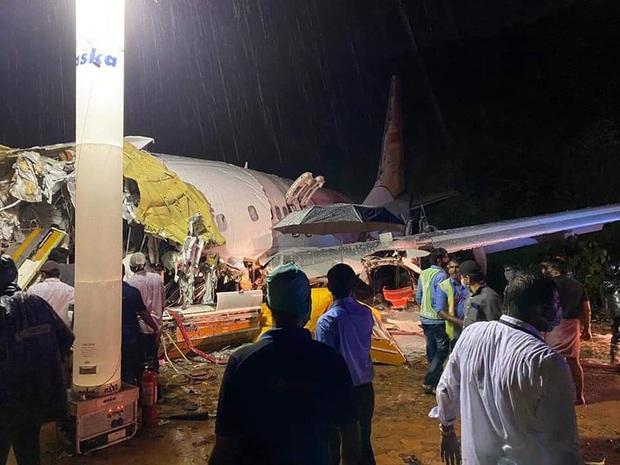 Tai nạn máy bay tại Ấn Độ: Tranh cãi xung quanh thiết kế của sân bay - Ảnh 1.