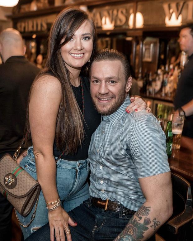 Gã điên Conor McGregor đính hôn với bạn gái Dee Devlin sau 12 năm bên nhau - Ảnh 2.
