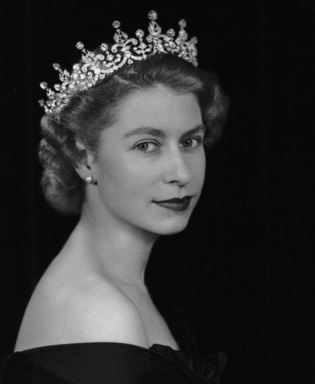 Một loạt ảnh hiếm thời trẻ của Nữ hoàng Anh cho thấy bà đích thực là tuyệt sắc giai nhân với khí chất khó ai sánh bằng - Ảnh 12.