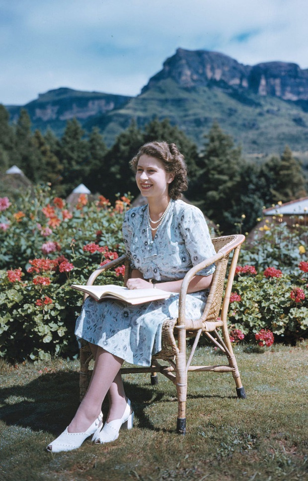 Một loạt ảnh hiếm thời trẻ của Nữ hoàng Anh cho thấy bà đích thực là tuyệt sắc giai nhân với khí chất khó ai sánh bằng - Ảnh 8.