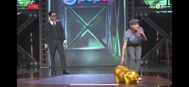 Thí sinh mang heo đất lên sân khấu Rap Việt khiến Trấn Thành tưởng là Trường Giang, gây ra mâu thuẫn giữa Wowy và Binz - Ảnh 7.