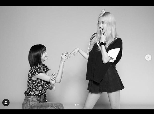 Lisa công khai cầu hôn Rosé nhân dịp tròn 4 năm BLACKPINK debut làm fan náo loạn: Rồi năm sau là kỷ niệm ngày cưới ư? - Ảnh 9.