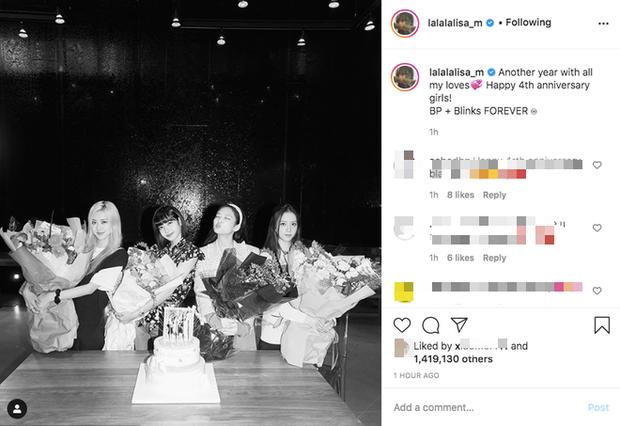 Lisa công khai cầu hôn Rosé nhân dịp tròn 4 năm BLACKPINK debut làm fan náo loạn: Rồi năm sau là kỷ niệm ngày cưới ư? - Ảnh 3.