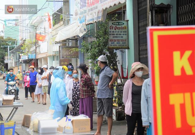 Bệnh nhân 787 ở Quảng Ngãi đi chợ, cafe và thường chơi đánh bài, tiếp xúc gần với một số người - Ảnh 1.