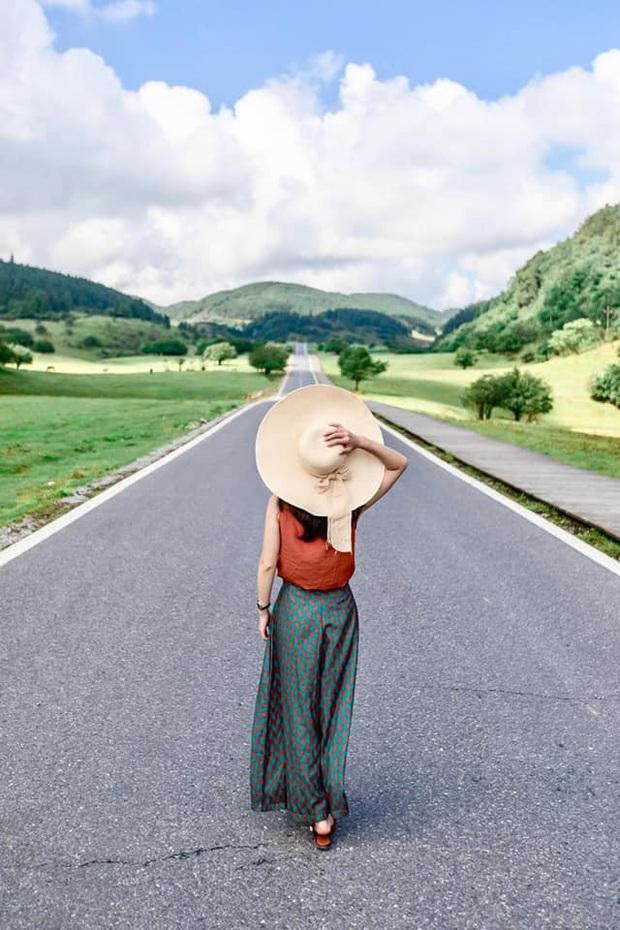 """Lác mắt trước """"con đường nhún nhảy"""" độc nhất thế giới ở Trung Quốc, nhìn từ xa chẳng khác nào dải lụa giữa thảo nguyên - Ảnh 14."""