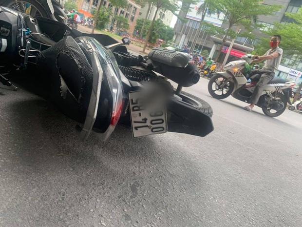 Hà Nội: Nam sinh gặp tai nạn, phải nhập viện khẩn cấp khi đang trên đường trở về nhà sau buổi thi THPT quốc gia - Ảnh 1.