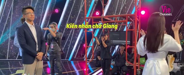 Clip: Matt Liu nắm tay Hương Giang không rời, kiên nhẫn chờ ở hậu trường Người ấy là ai - Ảnh 9.