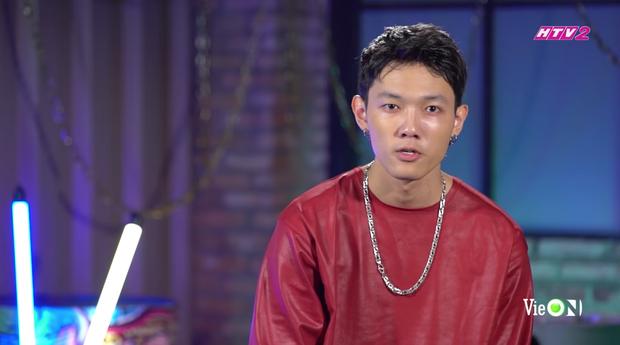 Khoảnh khắc viral của Rap Việt thuộc về Tage: Làm cool boy với cả thế giới nhưng lại là good boy của ba - Ảnh 1.