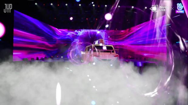 Concert online vòng quanh thế giới của TWICE: Hát live như bật đĩa, sân khấu 18 thành viên đầy ảo diệu khiến fan trầm trồ - Ảnh 3.
