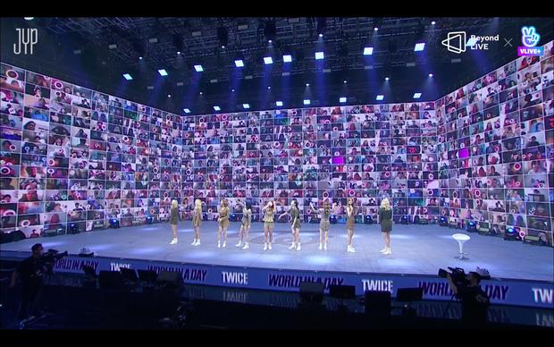 Concert online vòng quanh thế giới của TWICE: Hát live như bật đĩa, sân khấu 18 thành viên đầy ảo diệu khiến fan trầm trồ - Ảnh 36.