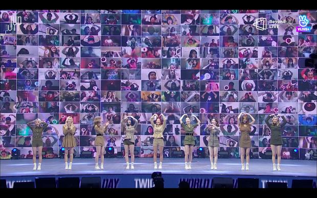 Concert online vòng quanh thế giới của TWICE: Hát live như bật đĩa, sân khấu 18 thành viên đầy ảo diệu khiến fan trầm trồ - Ảnh 44.