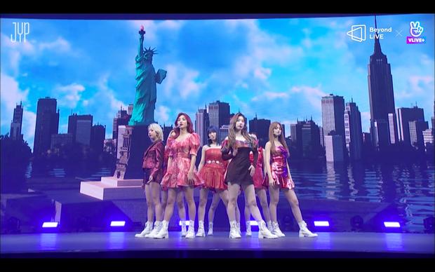Concert online vòng quanh thế giới của TWICE: Hát live như bật đĩa, sân khấu 18 thành viên đầy ảo diệu khiến fan trầm trồ - Ảnh 64.