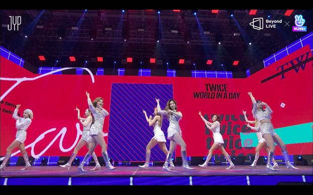 Concert online vòng quanh thế giới của TWICE: Hát live như bật đĩa, sân khấu 18 thành viên đầy ảo diệu khiến fan trầm trồ - Ảnh 207.