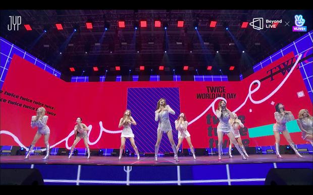 Concert online vòng quanh thế giới của TWICE: Hát live như bật đĩa, sân khấu 18 thành viên đầy ảo diệu khiến fan trầm trồ - Ảnh 208.