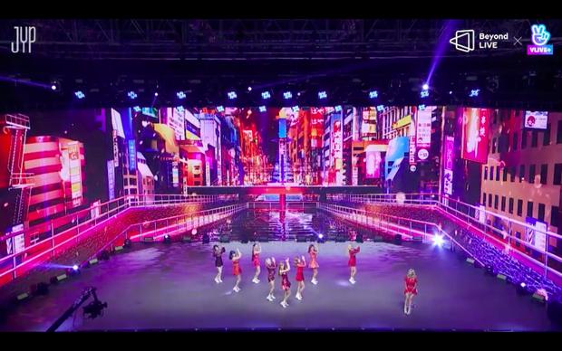 Concert online vòng quanh thế giới của TWICE: Hát live như bật đĩa, sân khấu 18 thành viên đầy ảo diệu khiến fan trầm trồ - Ảnh 106.