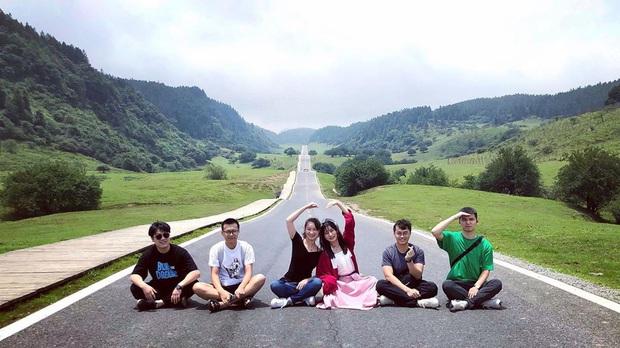 """Lác mắt trước """"con đường nhún nhảy"""" độc nhất thế giới ở Trung Quốc, nhìn từ xa chẳng khác nào dải lụa giữa thảo nguyên - Ảnh 17."""