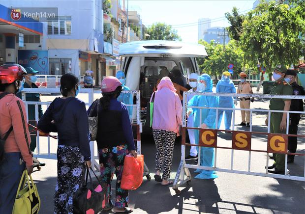 Lịch trình lui tới nhiều nơi đông người của 16 ca Covid-19 ở Đà Nẵng: Đi làm tại trung tâm hành chính, đám cưới, cafe, siêu thị... - Ảnh 1.