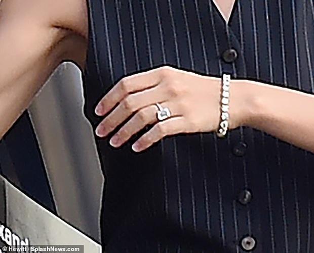 HOT: Hôn thê tài phiệt ẩn ý đã bí mật làm đám cưới với Brooklyn Beckham, khoe nhẫn kim cương 10 tỷ đồng sáng chói - Ảnh 5.