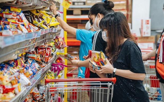WHO khuyến cáo: Đi chợ, rửa rau, giặt đồ trong mùa COVID-19, cần thực hiện đúng để bảo vệ gia đình khỏi sự lây lan của virus - Ảnh 2.