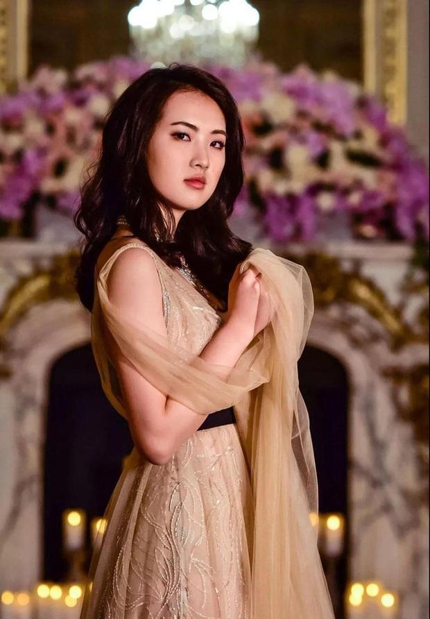 Loạt ảnh ái nữ của ông trùm Huawei: Học giỏi, bình dị nhưng khi khoác lên chiếc váy dạ hội lập tức trở thành công chúa kiều diễm vạn người mê - Ảnh 5.