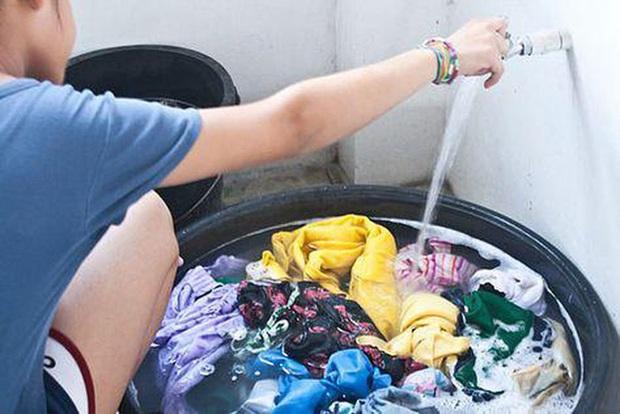WHO khuyến cáo: Đi chợ, rửa rau, giặt đồ trong mùa COVID-19, cần thực hiện đúng để bảo vệ gia đình khỏi sự lây lan của virus - Ảnh 5.