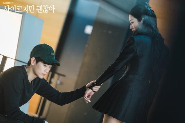 5 lần tự vả vì crush của Kim Soo Hyun ở Điên Thì Có Sao, phim vừa hết là liêm sỉ anh cũng rớt sạch! - Ảnh 4.