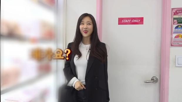 Nữ idol Kpop gây sốc khi công khai clip mua sắm tại cửa hàng đồ chơi 18+, còn tiêu hết gần chục triệu - Ảnh 8.