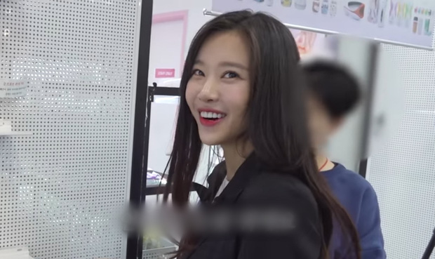 Nữ idol Kpop gây sốc khi công khai clip mua sắm tại cửa hàng đồ chơi 18+, còn tiêu hết gần chục triệu - Ảnh 2.