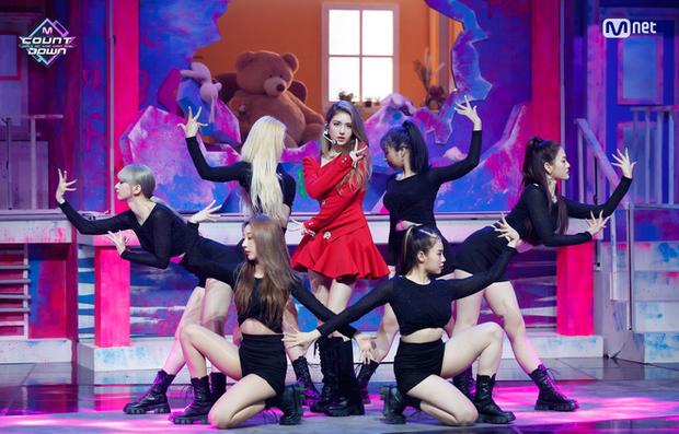 Tham gia show chỉ được hát live, Somi khoe giọng mộc với hit siêu khó của Adele nhưng đang hát hay thì... đứt gánh giữa đường - Ảnh 1.