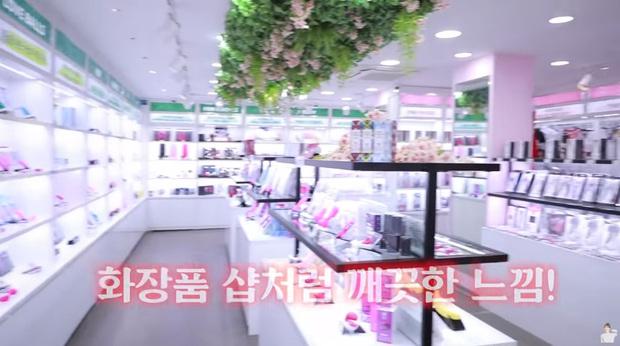 Nữ idol Kpop gây sốc khi công khai clip mua sắm tại cửa hàng đồ chơi 18+, còn tiêu hết gần chục triệu - Ảnh 3.