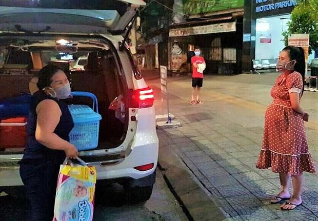 Ấm lòng đội xe chuyên chở bà bầu đi sinh miễn phí giữa tâm dịch Covid-19 ở Đà Nẵng - Ảnh 5.