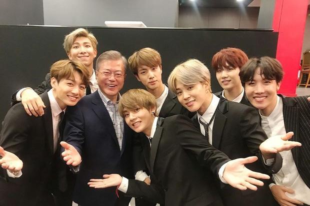 Tổng thống Hàn Quốc chúc mừng BTS làm nên lịch sử mới cho Kpop, loạt sao US-UK cũng phấn khích khen ngợi - Ảnh 4.