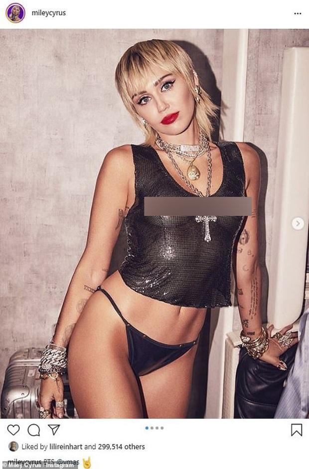 Miley Cyrus tung ảnh hậu trường VMAs gây sốc, thả rông phơi bày cả vòng 1 nhức mắt sau lớp áo xuyên thấu - Ảnh 2.
