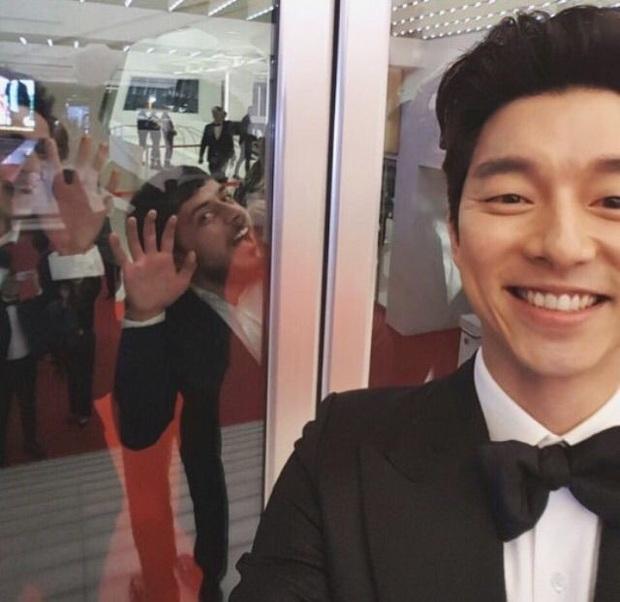 Hot lại loạt ảnh tài tử Train to Busan Gong Yoo như người khổng lồ tại LHP Cannes, camera phóng viên quốc tế không dìm nổi - Ảnh 9.