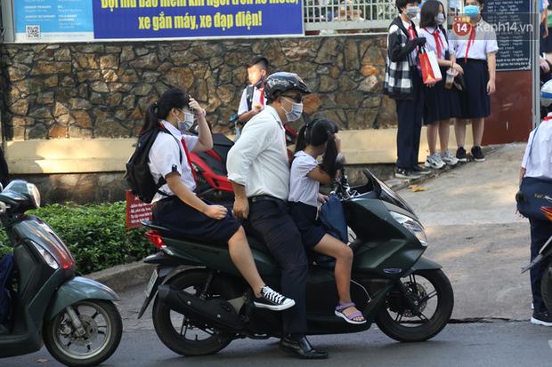 Hôm nay, hàng triệu học sinh cả nước chính thức quay lại trường, bắt đầu năm học mới - Ảnh 9.