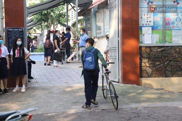 Hôm nay, hàng triệu học sinh cả nước chính thức quay lại trường, bắt đầu năm học mới - Ảnh 7.