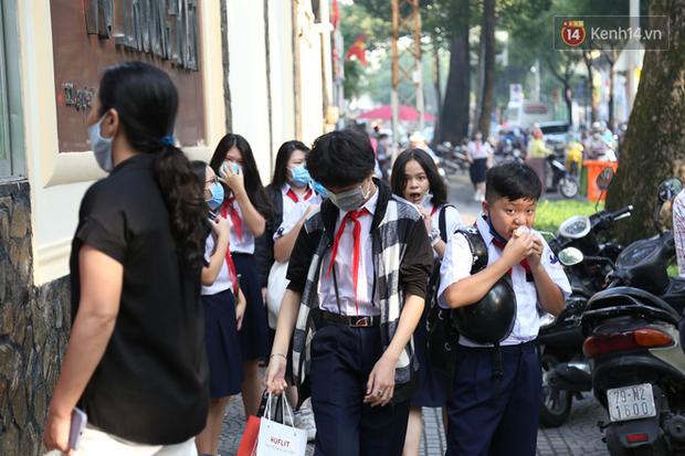 Hôm nay, hàng triệu học sinh cả nước chính thức quay lại trường, bắt đầu năm học mới - Ảnh 5.